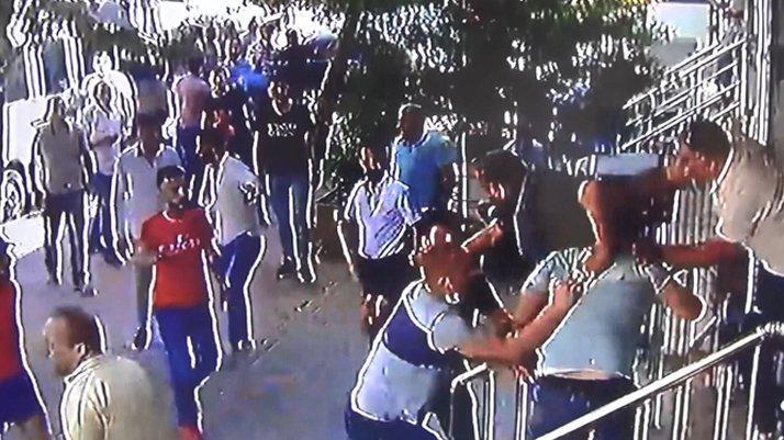 İstanbul'da taciz iddiası mahalleyi karıştırdı! Linçten polis kurtardı