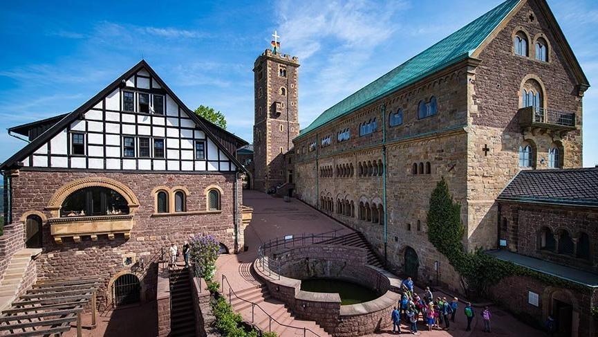 Orta Çağ atmosferinde konaklama yapılabilen Wartburg Kalesi