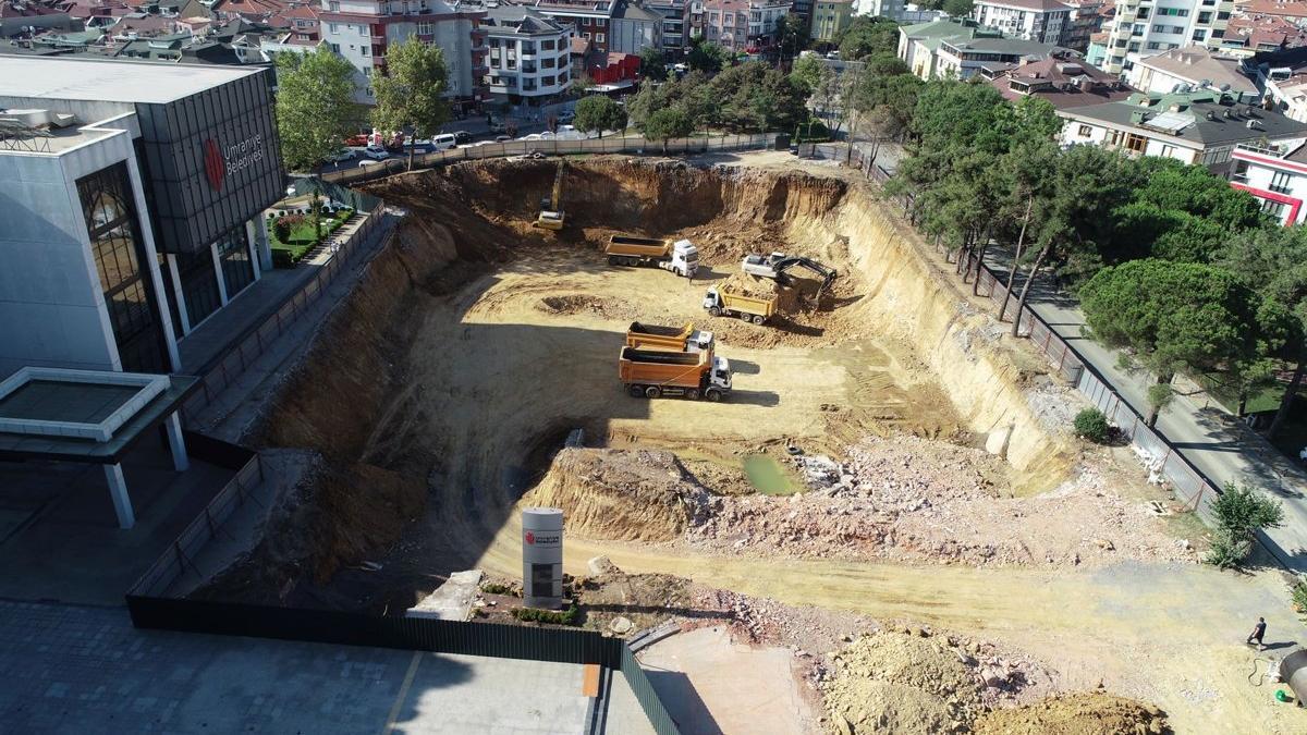 Ümraniye Belediyesi'nin otopark için ağaç kıyımı devam ediyor