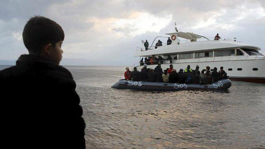Herke Adası'nda göçmenleri taşıyan bot battı!