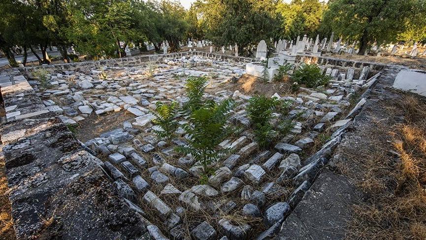 Tarihe tanıklık eden İlbadı Mezarlığı