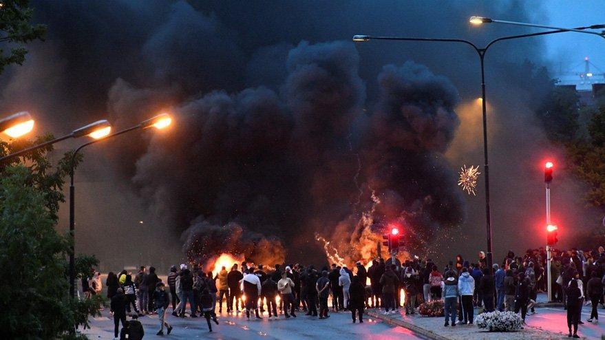 Avrupa'da rezalet: Kuran yakıp videoya çektiler, ülke karıştı