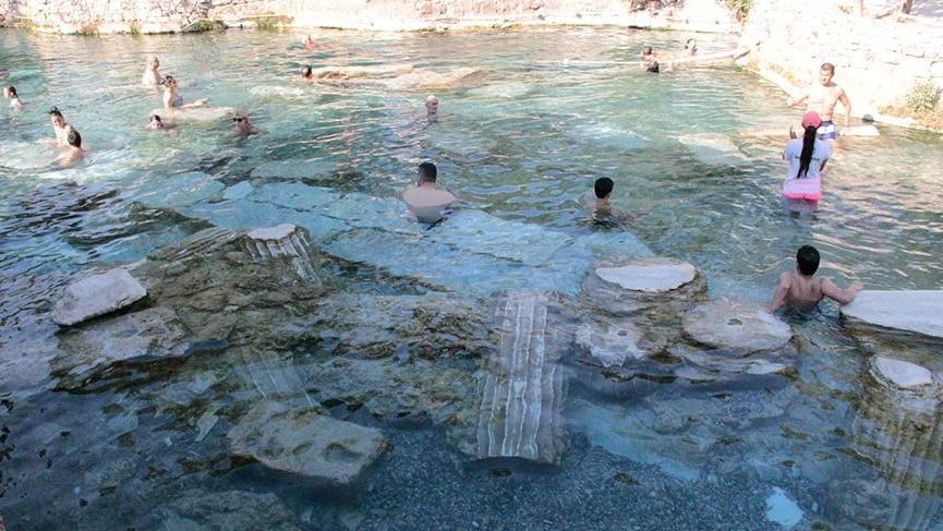 """Türkiye'nin en güzel antik yüzme havuzu """"Kleopatra"""""""