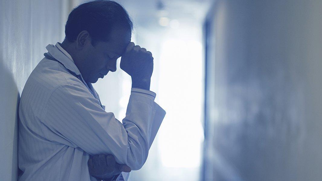 Corona sebebiyle hayatını kaybeden sağlık çalışanı sayısı artıyor!