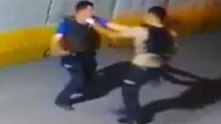 Polis ile bekçi yumruk yumruğa kavga etti!