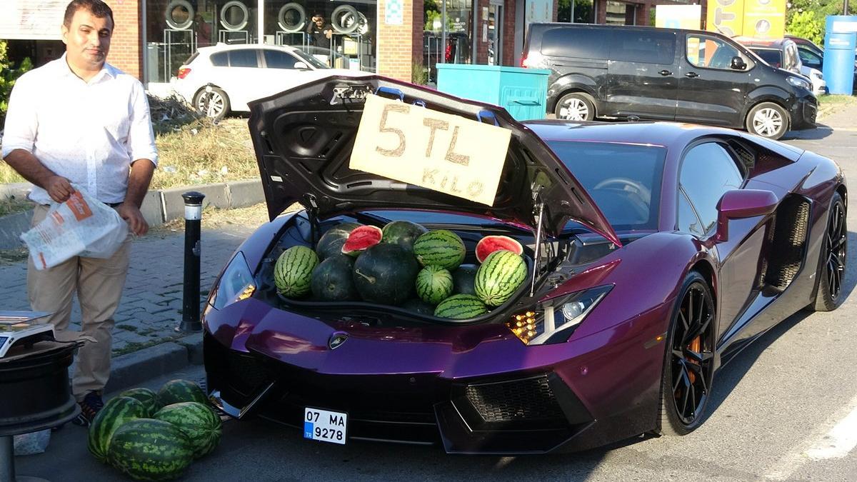 5 milyonluk Lamborghini'de 5 liraya karpuz sattı