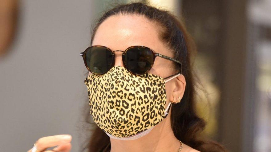 Azra Akın'dan çift maskeli önlem!
