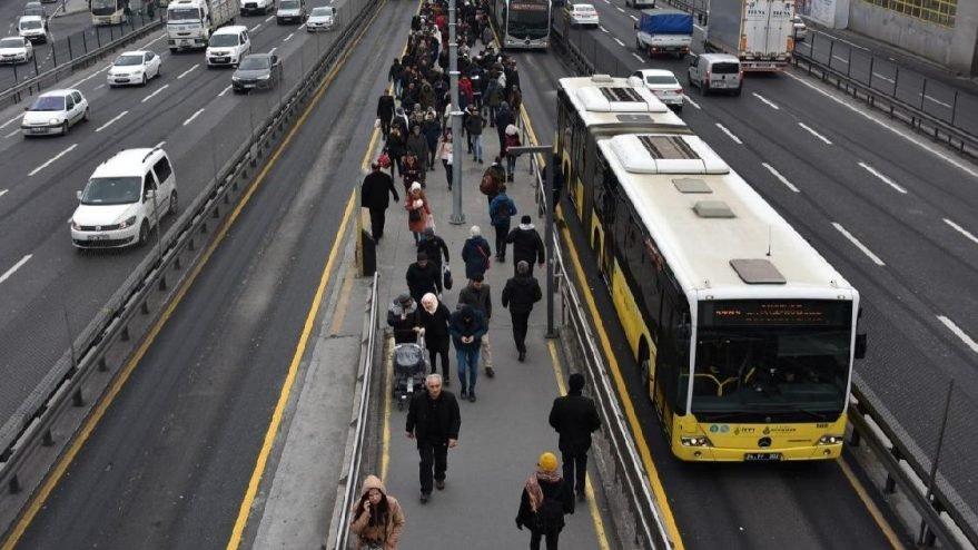 Seyir halinde olan metrobüse kurşun isabet etti!