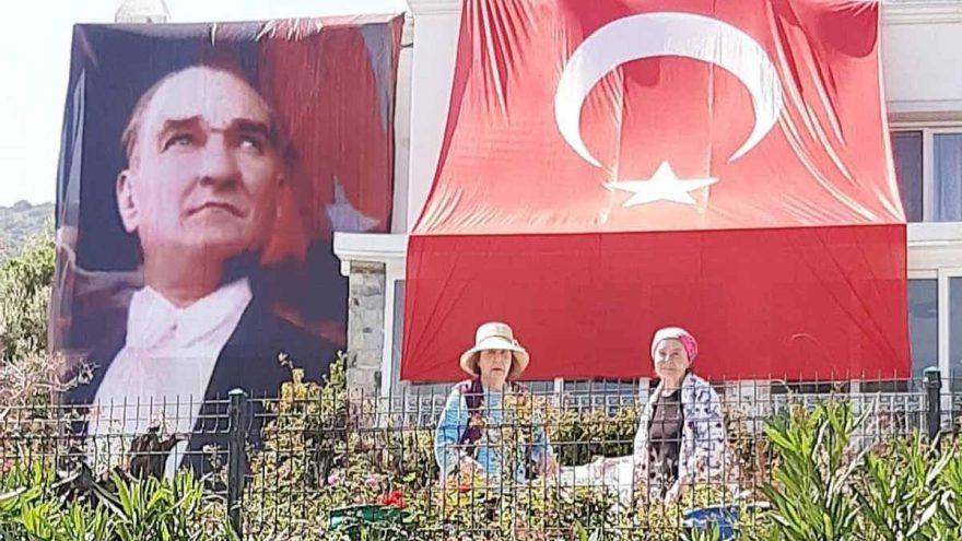 Atatürk ve Cumhuriyet sevdamızı herkes görsün
