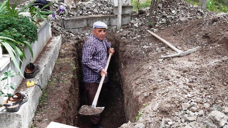 Çocukları telaş yaşamasın diye kendi mezarını kazdı