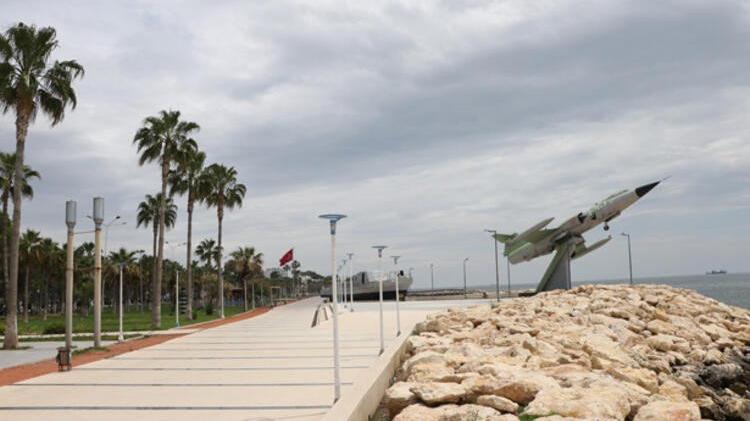 Tarihi savaş gemisi ve uçak bakımdan geçiriliyor