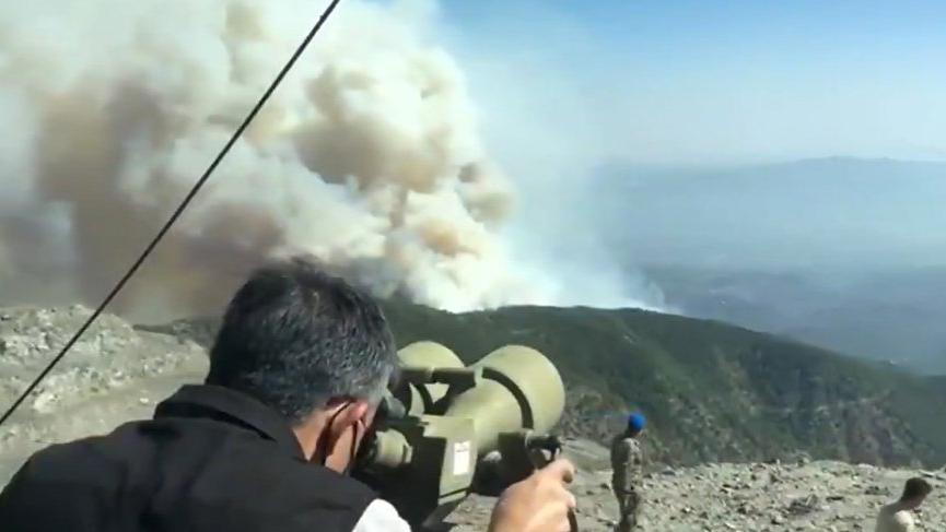 Bakan Pakdemirli yangını Hava Radar Kıta Komutanlığı'ndan takip etti!