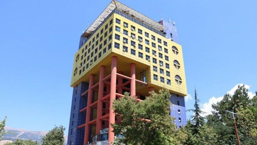 'Dünyanın en saçma binası' tartışma yarattı!