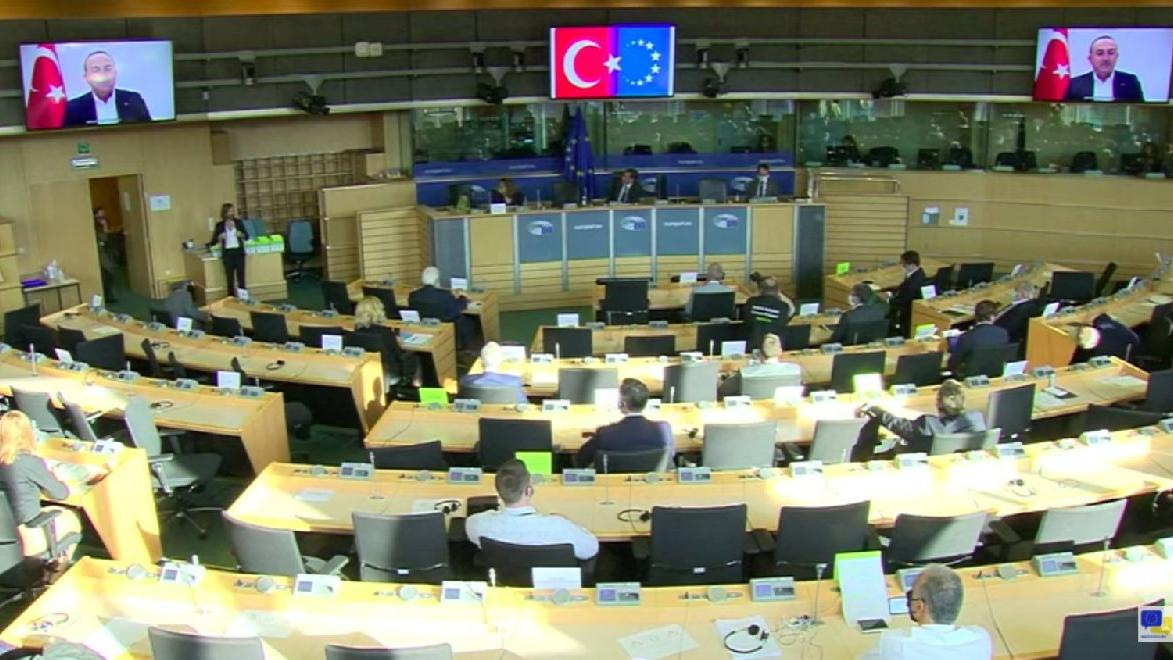 Avrupa Parlamentosu'nda Türk bayrağı krizi! Alman vekil: Yeniden göstermeyin