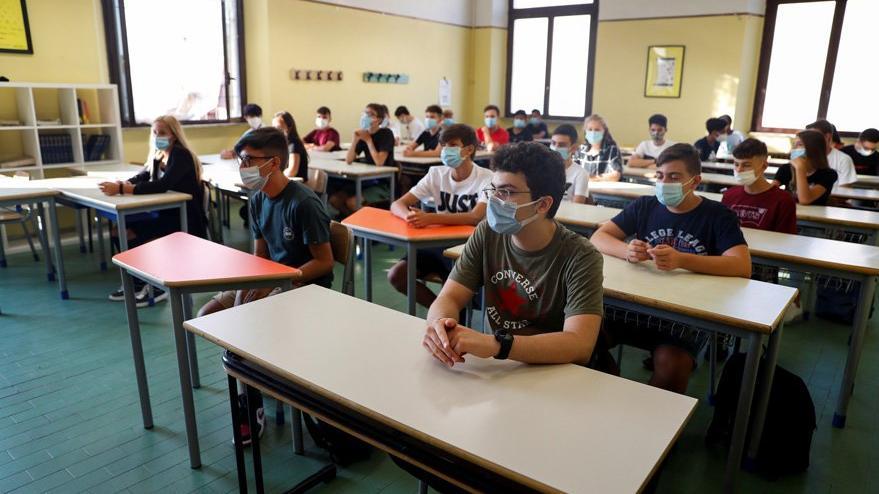 İtalya'da corona virüsü salgınından aylar sonra okula dönüş