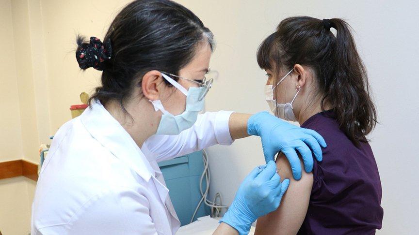 Corona virüsü aşısında ilk gönüllü uygulaması yapıldı