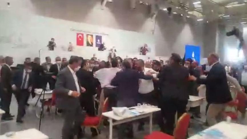 İBB Meclisi'nde 'büfeci' kavgası!