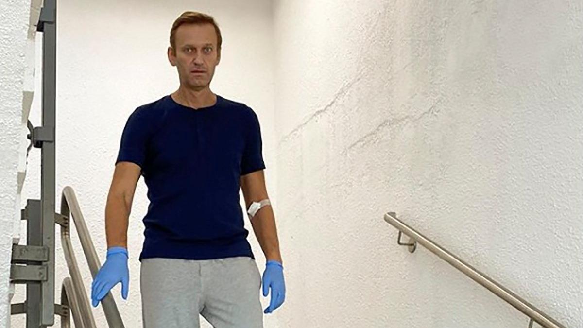 Hızla iyileşiyor! Ölümden dönen Navalni ayağa kalktı