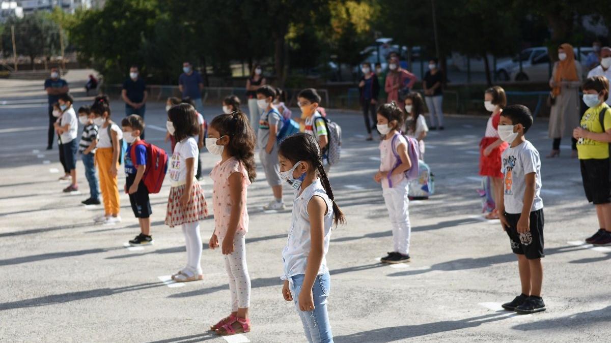 Okullar corona virüsü gölgesinde açıldı! Veliler ilk günü SÖZCÜ'ye değerlendirdi