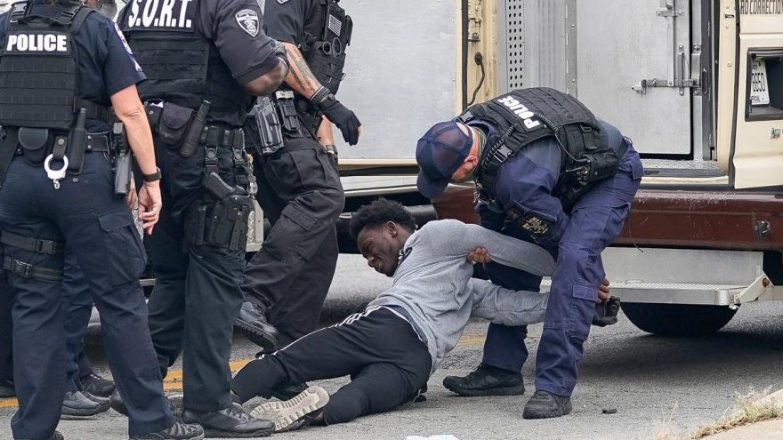 ABD alev alev… Breonna Taylor'ı öldüren polislere sembolik ceza sonrasında halk sokağa döküldü
