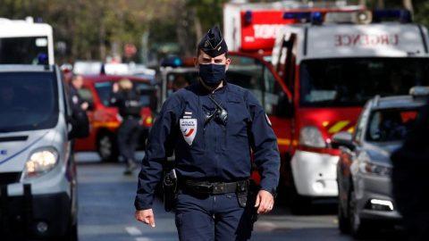 Fransa'da Charle Hebdo yakınında bıçaklı saldırı: Yaralılar var