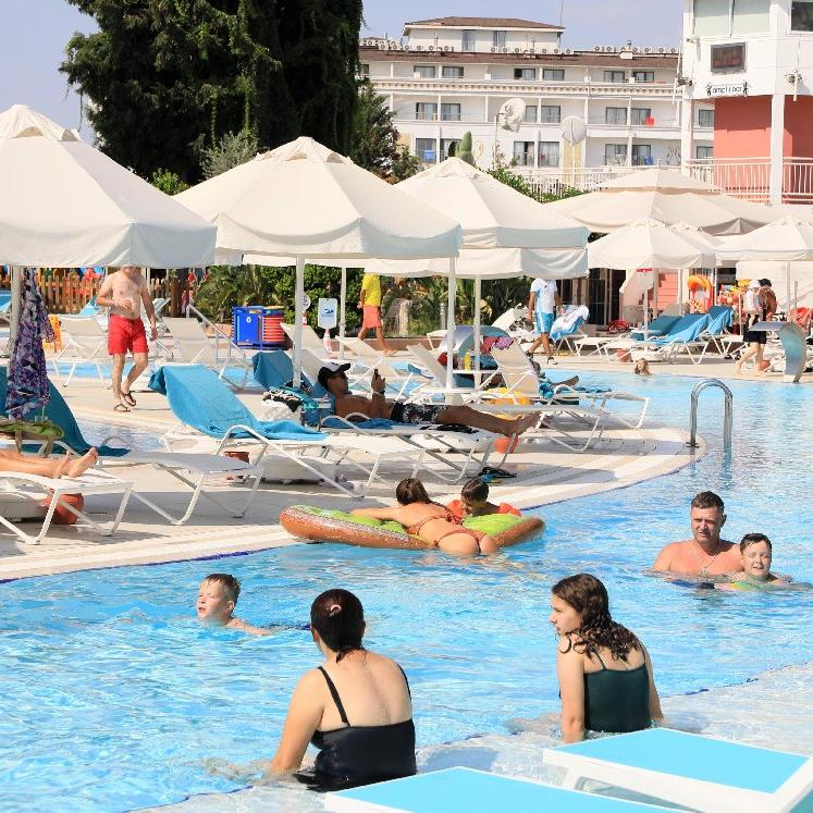 Antalya'da turizm sezonu hareketli geçiyor