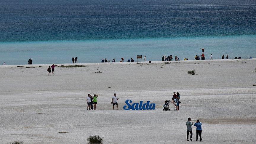 Bakan Kurum'dan Salda gölü açıklaması: 15 Ekim'den itibaren yüzmek yasak