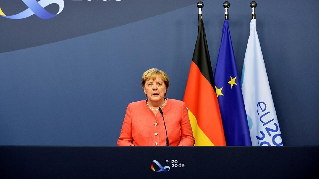 Merkel'den tansiyonu düşürme girişimi: Yapıcı ilişkilerimiz olmalı