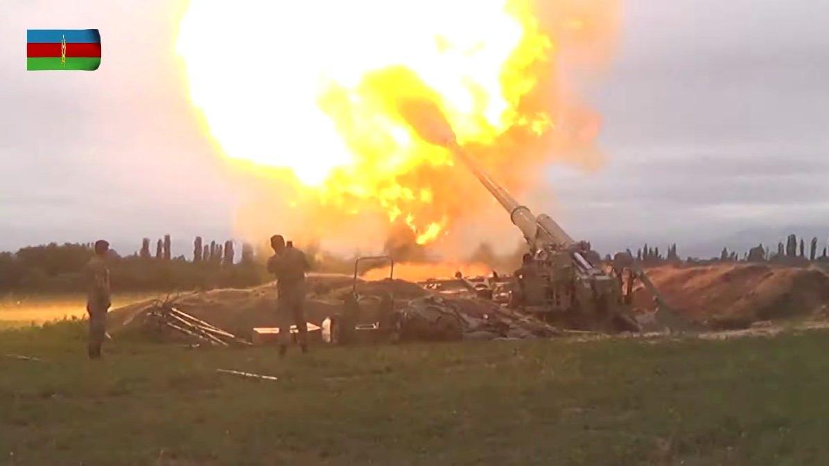 Uluslararası ajanslar duyurdu: Azerbaycan, Karabağ'ı bombalıyor