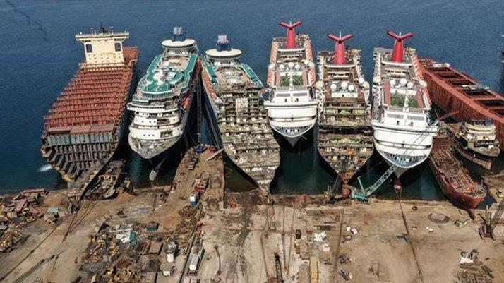 Salgının vurduğu dev yolcu gemileri İzmir'de sökülüyor - Ekonomi haberleri