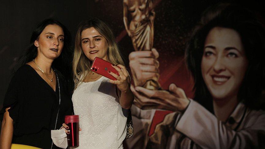 Altın Portakal'ın ilk filmi Kar Kırmızı seyirciyle buluştu
