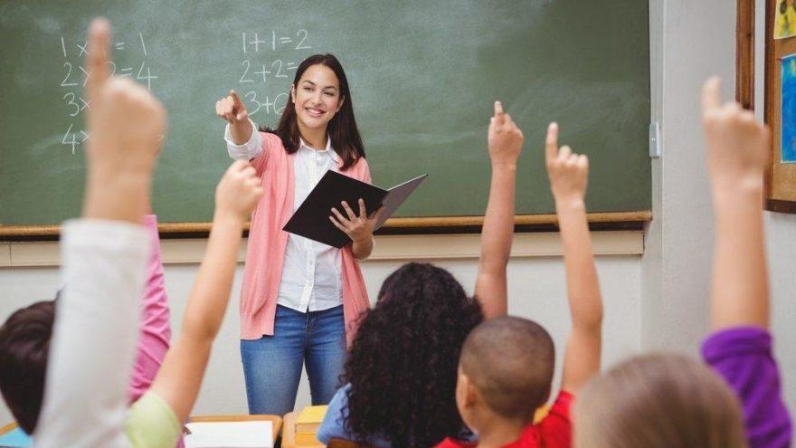 Öğretmen maaşı 10 yılda yarı yarıya eridi