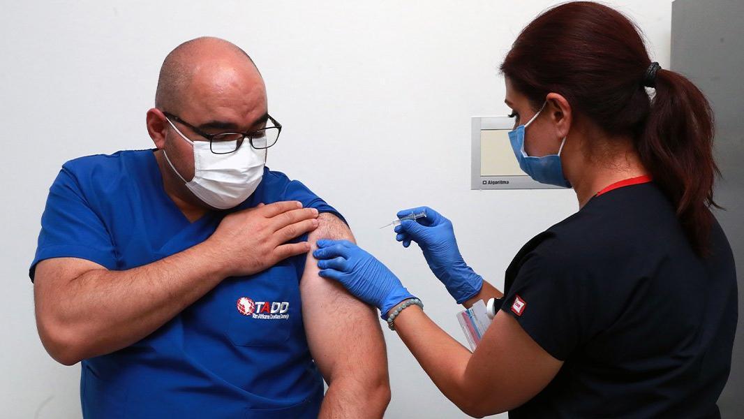 Sağlık Bakanlığı: Corona virüsü aşısının denemelerine Ankara Şehir Hastanesi'nde de başlandı
