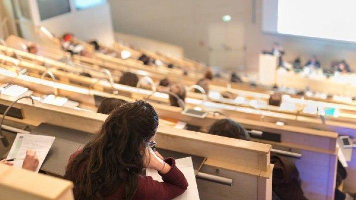 Üniversitelerde yüz yüze eğitim başlayacak mı? YÖK sinyal verdi…