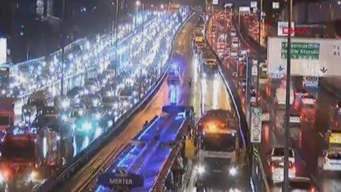 İstanbul'da metrobüs kazası: 4 yaralı