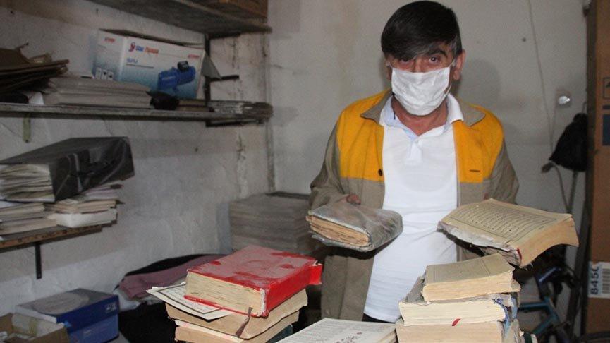 Yıpranmış kitaplara 43 yıldır hayat veriyor