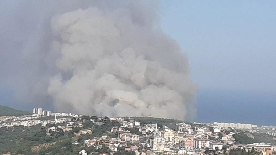 Hatay'da orman yangını yerleşim yerlerini tehdit ediyor - Son dakika  haberleri