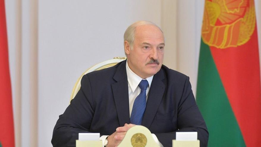 Diplomatlar Belarus'u terk ediyor