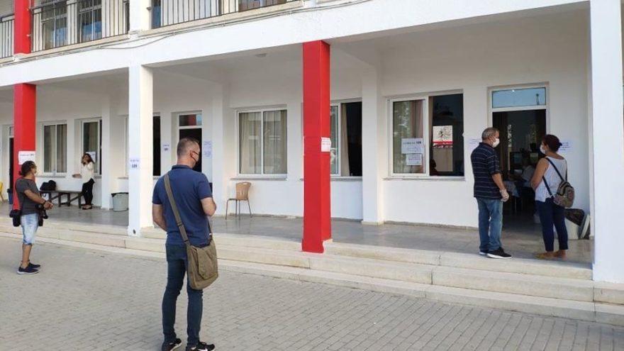 Kıbrıs 8'inci cumhurbaşkanı için sandık başına gitti