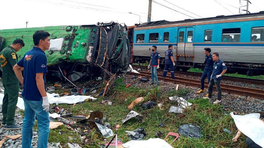 Tayland'da korkunç kaza… Otobüs trenle çarpıştı: Onlarca ölü ve yaralı var