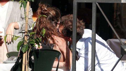 Evli oyuncu rol arkadaşıyla öpüşürken yakalandı! İngiltere West ve James'in ilişkisini konuşuyor