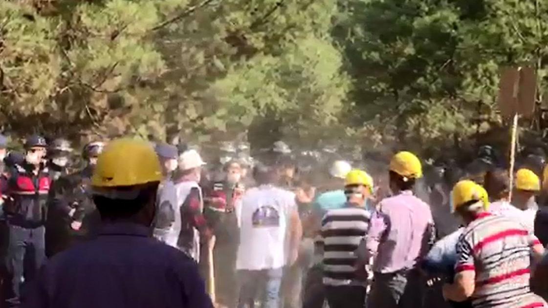 Madencilere Manisa'da polis, Karaman'da jandarma engelli