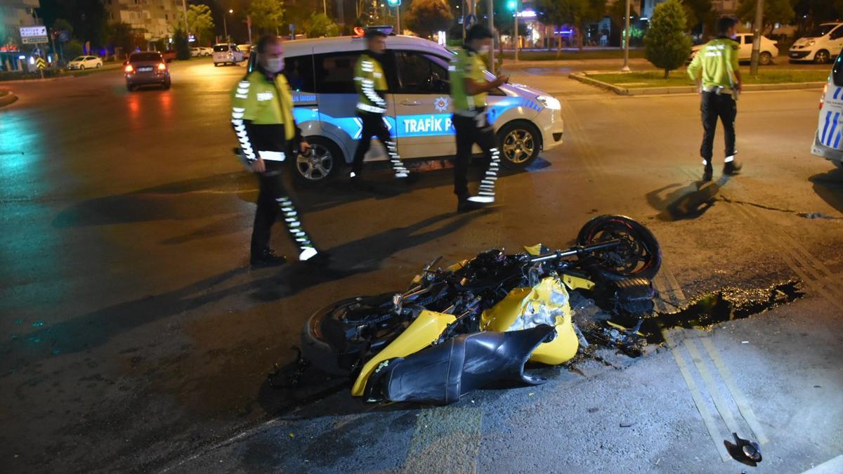 İzmir'de feci kaza: 1'i ağır 2 yaralı