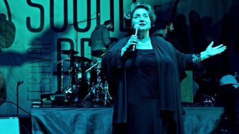 Duayen tiyatrocu Dilek Türker: Devlet desteği kesilen devlet sanatçısı olarak yoluma devam ediyorum