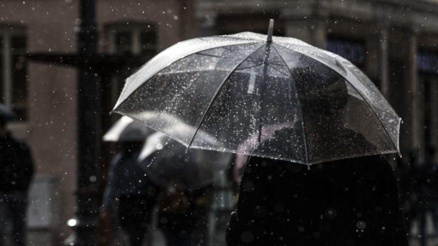 Sıcaklıklar düşüyor, sağanak yurdu sarıyor… Hafta sonu hava durumuna dikkat