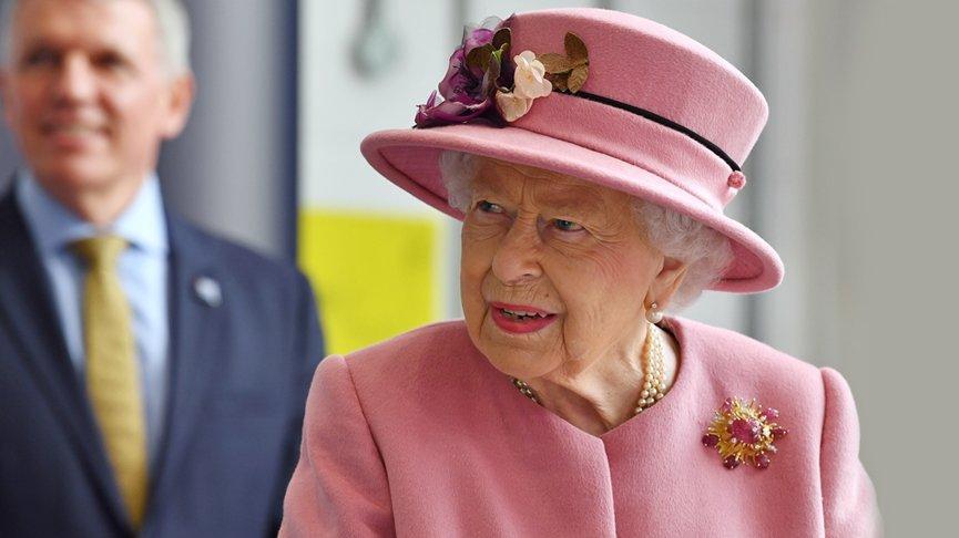 Kraliçe II. Elizabeth, 7 aylık karantinadan maskesiz çıktı