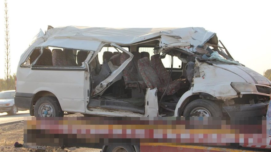 İşçi minibüsü kaza yaptı: 2 ölü, 20 yaralı