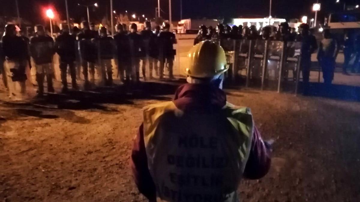 Tazminatları için direnen Somalı madenciler gözaltına alındı - Son dakika  haberleri