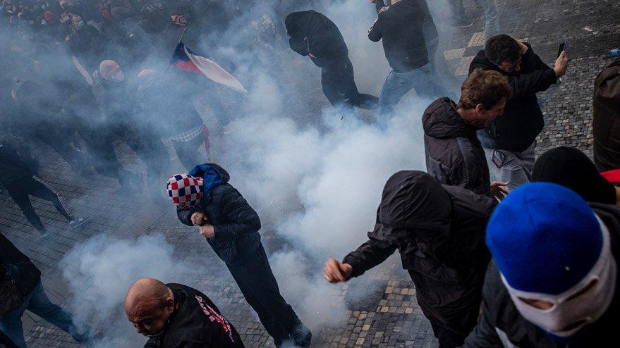 Çekya'da corona kısıtlamaları halkı sokağa döktü