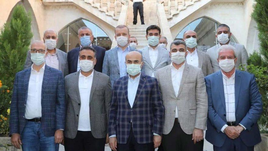 Resmi toplantılara AKP'liler çağrıldı